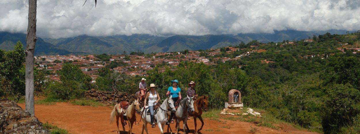 https://www.kontour-travel.com/wp-content/uploads/barichara-colombia-reiten-003-1-1250x467.jpg