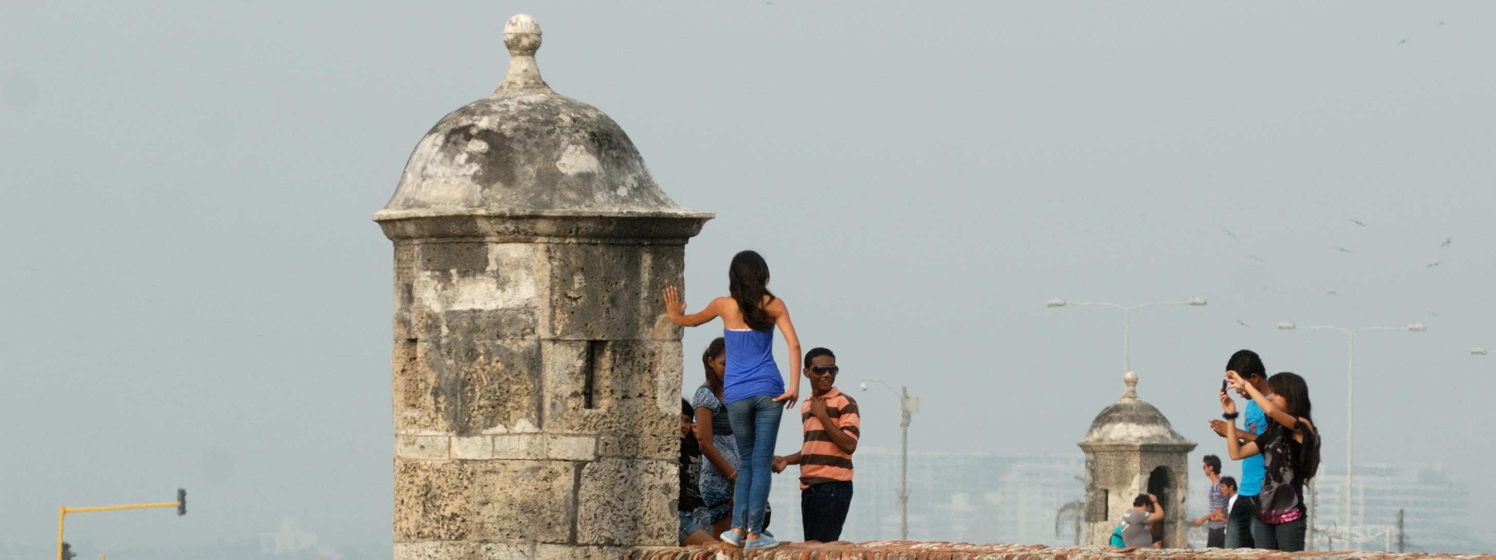 http://www.kontour-travel.com/wp-content/uploads/cartagena-muralla.jpg